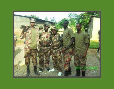 775  Les jeunes Rwandais d'Europe paramilitaires !